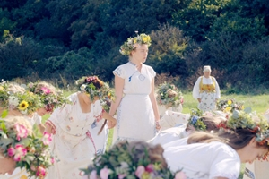 Still 2 for Midsommar
